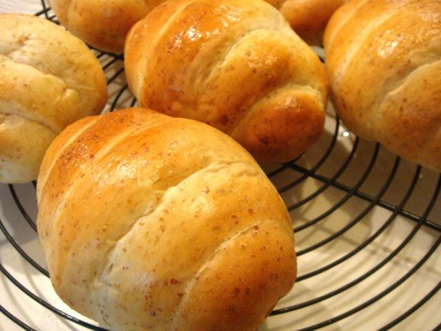 胚芽ロールパン
